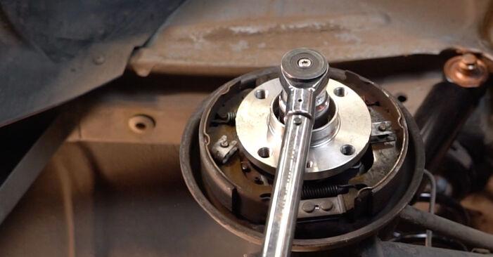 Trinn-for-trinn anbefalinger for hvordan du kan bytte Fiat Punto 188 2012 1.9 JTD Hjullager selv