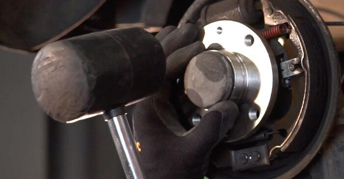 Hvordan bytte FIAT PUNTO (188) 1.3 JTD 16V 1999 Hjullager selv – veiledning på nettet