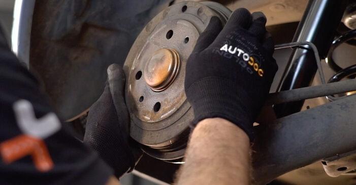 Slik bytter du FIAT PUNTO (188) 1.2 60 2000 Hjullager selv – trinn-for-trinn veiledninger og videoer