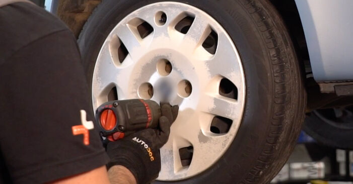 Hvordan bytte Hjullager på FIAT PUNTO (188) 1.9 JTD 80 2002 selv