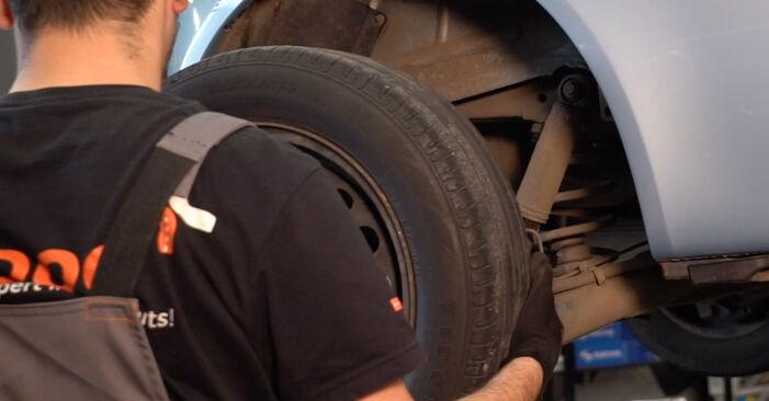 Slik skifte FIAT PUNTO 1.9 JTD 2003 Hjullager – enkle instruksjoner på nettet som er lette å følge