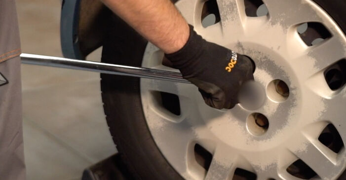 Kaip pakeisti FIAT PUNTO (188) 1.2 60 2000 Spyruoklės - išsamios instrukcijos ir vaizdo pamokos