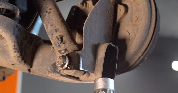 Aké náročné to je, ak to budete chcieť urobiť sami: Tlmič pruzenia výmena na aute Fiat Punto 188 1.4 2005 – stiahnite si ilustrovaný návod