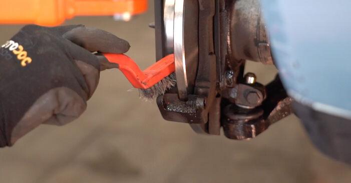 Wie schwer ist es, selbst zu reparieren: Bremsscheiben Fiat Punto 188 1.4 2005 Tausch - Downloaden Sie sich illustrierte Anleitungen