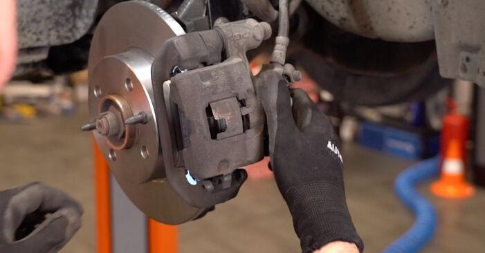 Austauschen Anleitung Bremsscheiben am Fiat Punto 188 2009 1.2 60 selbst