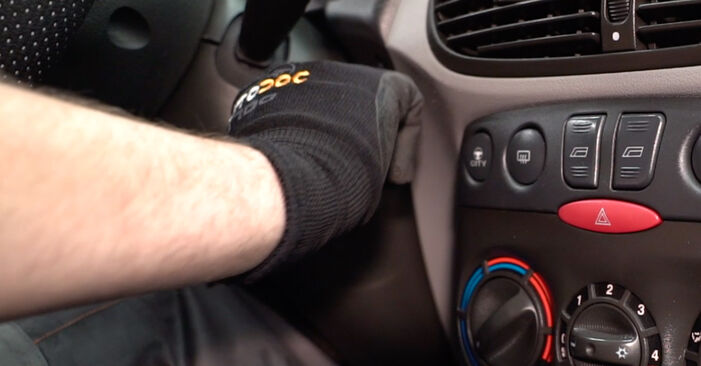 Austauschen Anleitung Innenraumfilter am Fiat Punto 188 2009 1.2 60 selbst