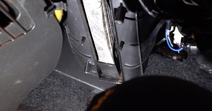 Innenraumfilter Fiat Punto 188 1.3 JTD 16V 2001 wechseln: Kostenlose Reparaturhandbücher