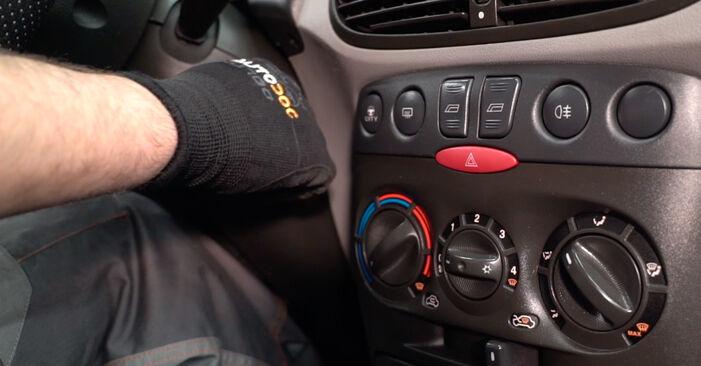 Innenraumfilter Ihres Fiat Punto 188 1.9 DS 60 2007 selbst Wechsel - Gratis Tutorial