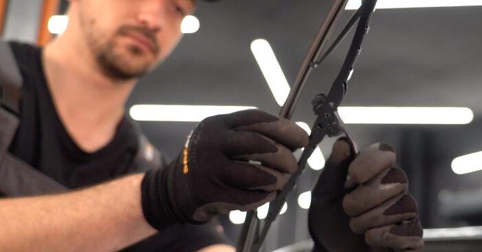 Savarankiškas FIAT PUNTO (188) 1.9 JTD 80 2002 Valytuvo gumelė keitimas