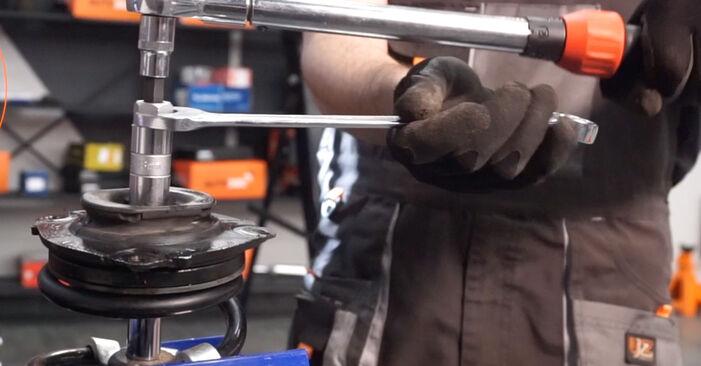 Stoßdämpfer am NISSAN LEAF Elektrik 2015 wechseln – Laden Sie sich PDF-Handbücher und Videoanleitungen herunter