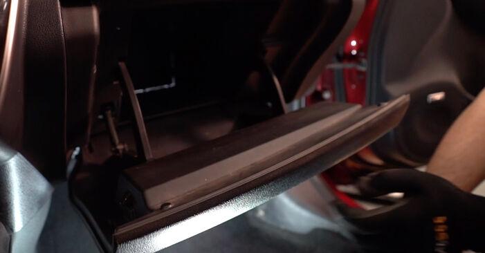 Sustitución de Filtro de Habitáculo en un NISSAN LEAF Elektrik 2012: manuales de taller gratuitos
