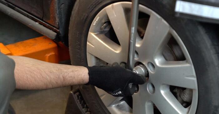 VW GOLF 2003 Zawieszenie instrukcja wymiany krok po kroku