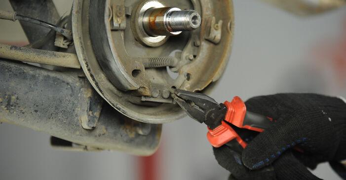 Bremsbacken Ihres Fiat Punto 188 1.9 DS 60 2007 selbst Wechsel - Gratis Tutorial