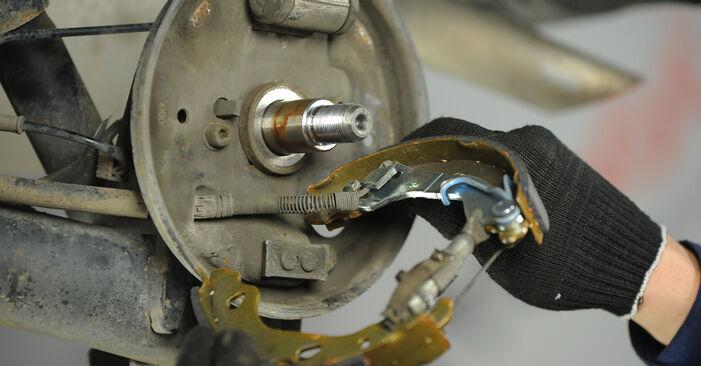 Wie Bremsbacken Fiat Punto 188 1.2 60 1999 tauschen - Kostenlose PDF- und Videoanleitungen