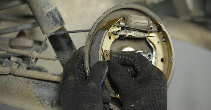 Bremsbacken Fiat Punto 188 1.3 JTD 16V 2001 wechseln: Kostenlose Reparaturhandbücher