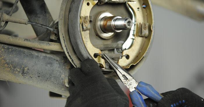 Wechseln Bremsbacken am FIAT PUNTO (188) 1.9 JTD 80 2002 selber
