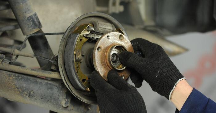 Wie FIAT PUNTO 1.9 JTD 2003 Bremsbacken ausbauen - Einfach zu verstehende Anleitungen online
