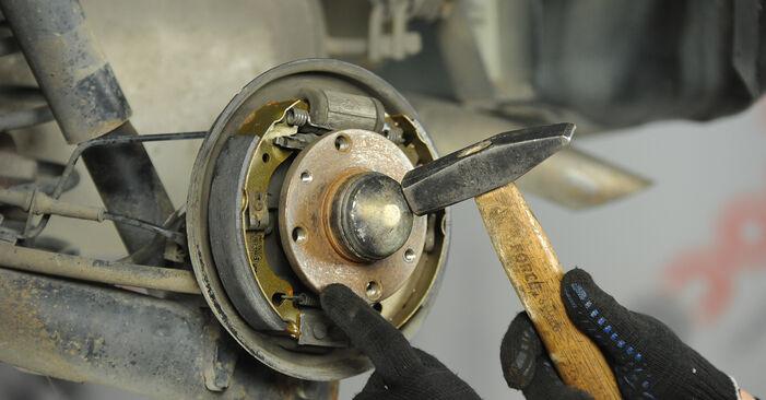 Wie schwer ist es, selbst zu reparieren: Bremsbacken Fiat Punto 188 1.4 2005 Tausch - Downloaden Sie sich illustrierte Anleitungen