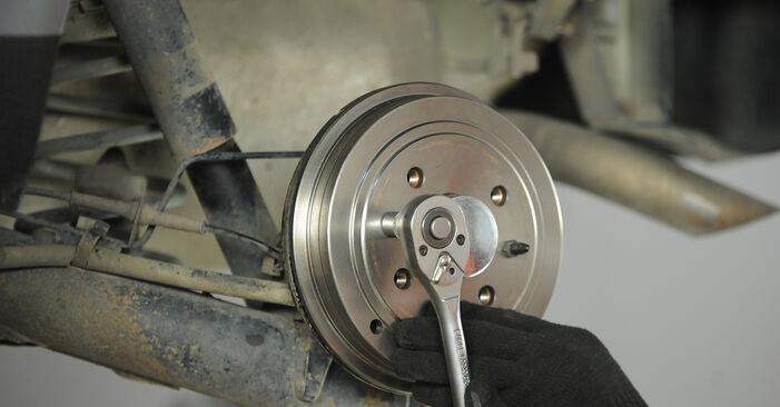 Fiat Punto 188 1.2 16V 80 2001 Cilindro Freno Ruota sostituzione: manuali dell'autofficina