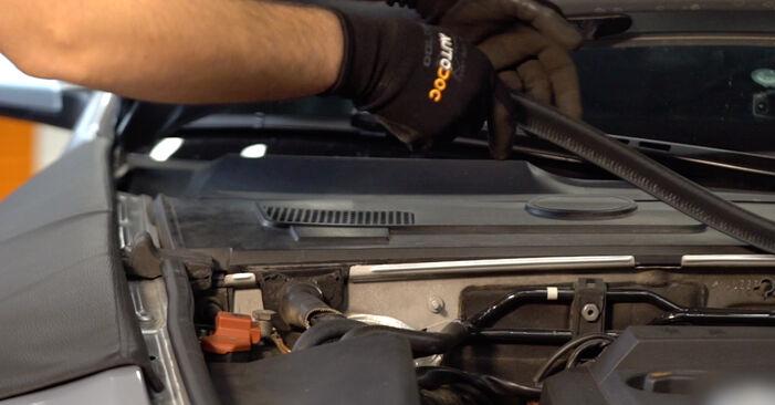 Audi A6 4f2 2.0 TDI 2006 Spyruoklės keitimas: nemokamos remonto instrukcijos