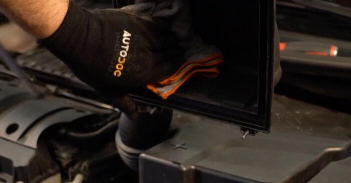 Luftfilter am PEUGEOT 206 CC (2D) 2.0 S16 2005 wechseln – Laden Sie sich PDF-Handbücher und Videoanleitungen herunter