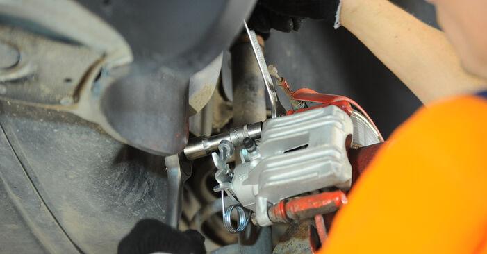 Schritt-für-Schritt-Anleitung zum selbstständigen Wechsel von Passat B5 2001 1.6 Bremssattel