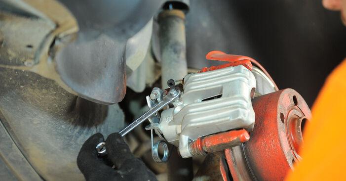 Wie Bremssattel VW PASSAT Variant (3B6) 1.8 T 20V 2001 austauschen - Schrittweise Handbücher und Videoanleitungen