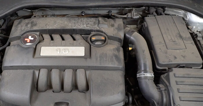 Changing Lambda Sensor on VW Golf V Hatchback (1K1) 1.6 FSI 2006 by yourself