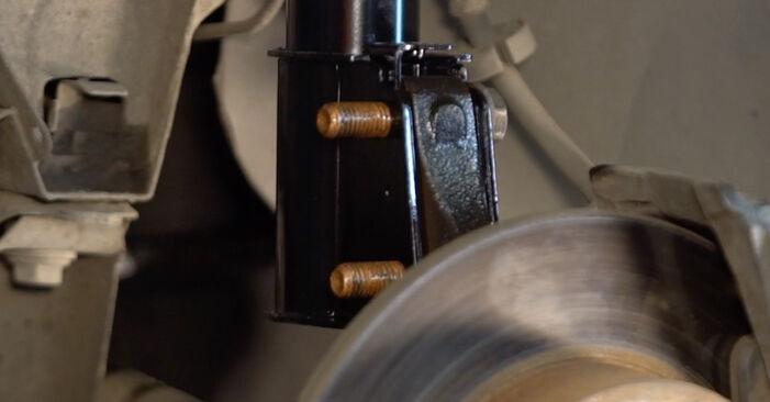 RENAULT TWINGO 2000 Амортисьор стъпка по стъпка наръчник за смяна