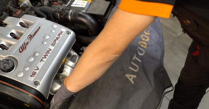 Tausch Tutorial Stoßdämpfer am ALFA ROMEO 147 (937) 2001 wechselt - Tipps und Tricks