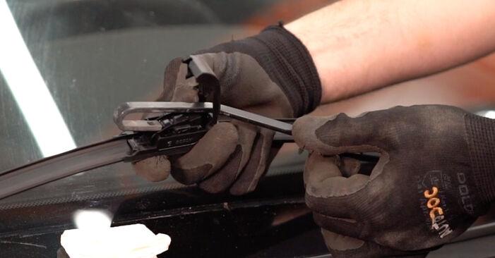 Scheibenwischer Volvo V70 SW 2.4 T 2001 wechseln: Kostenlose Reparaturhandbücher