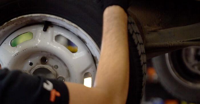 Combien de temps dure le remplacement : Amortisseurs sur Renault Twingo 1 2001 - manuel PDF informatif