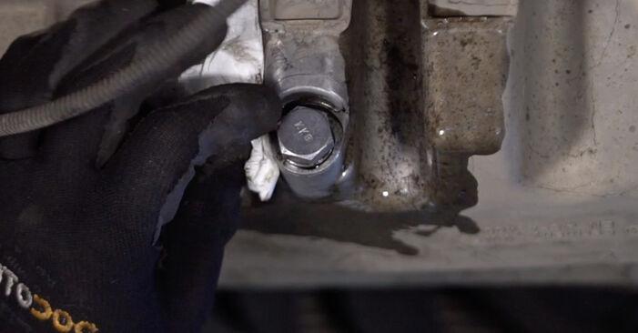 Wie Ölfilter VW TOURAN (1T1, 1T2) 2.0 TDI 16V 2004 austauschen - Schrittweise Handbücher und Videoanleitungen