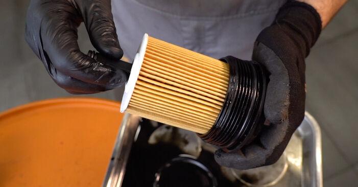 VW TOURAN 1.4 TSI Ölfilter ausbauen: Anweisungen und Video-Tutorials online
