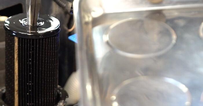 Wie schwer ist es, selbst zu reparieren: Kraftstofffilter Touran 1T1, 1T2 1.9 TDI 2009 Tausch - Downloaden Sie sich illustrierte Anleitungen