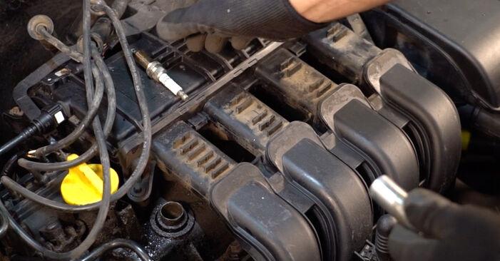 Не е трудно да го направим сами: смяна на Запалителна свещ на Renault Clio 2 1.6 16V 2004 - свали илюстрирано ръководство
