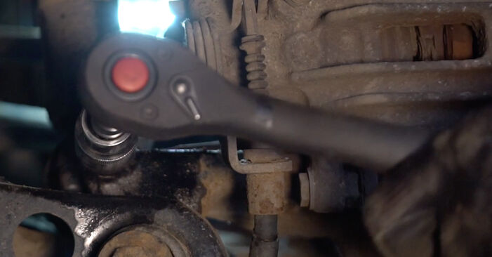 Stoßdämpfer beim AUDI A4 S4 4.2 quattro 2004 selber erneuern - DIY-Manual