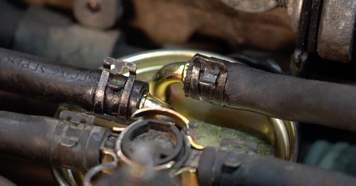 Wechseln Kraftstofffilter am AUDI A4 Avant (8E5, B6) 1.8 T 2004 selber