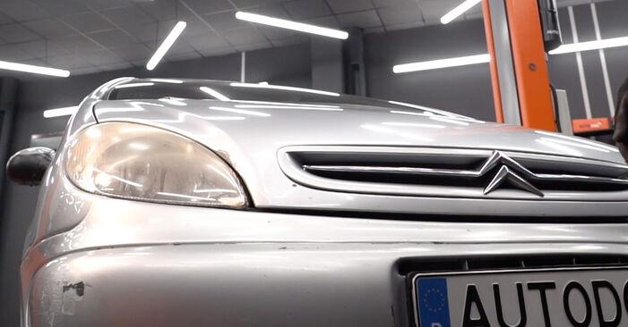 Innenraumfilter Ihres Citroen Xsara Picasso 1.8 16V 2007 selbst Wechsel - Gratis Tutorial