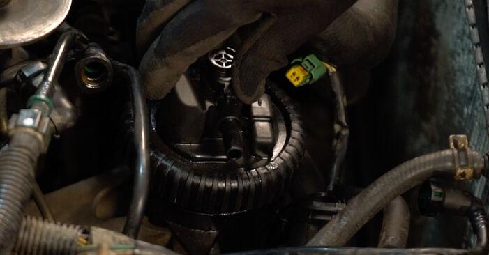 Zweckdienliche Tipps zum Austausch von Kraftstofffilter beim CITROËN XSARA PICASSO (N68) 1.8 16V 1999