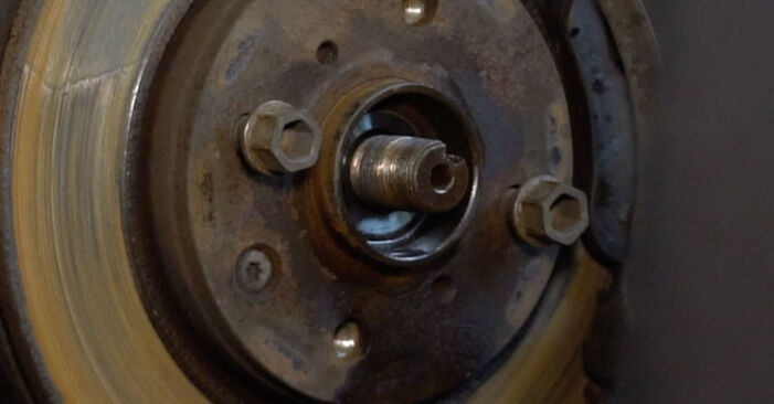 Stoßdämpfer beim CITROËN C1 1.4 HDi 2012 selber erneuern - DIY-Manual