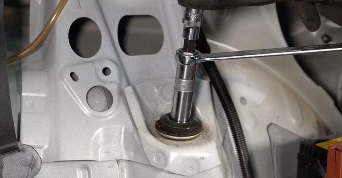 Trinn-for-trinn anbefalinger for hvordan du kan bytte Toyota Auris e15 2012 1.4 (ZZE150_) Støtdemper selv