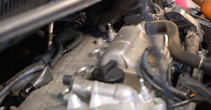 Jak dlouho trvá výměna: Zapalovaci svicka na autě Toyota Auris e15 2007 - informační PDF návod