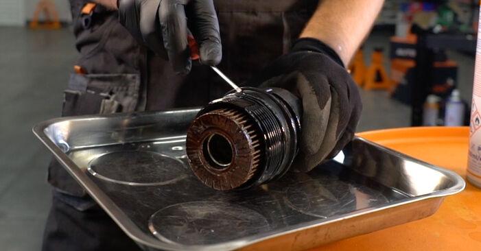 Tausch Tutorial Ölfilter am TOYOTA AURIS (NRE15_, ZZE15_, ADE15_, ZRE15_, NDE15_) 2011 wechselt - Tipps und Tricks