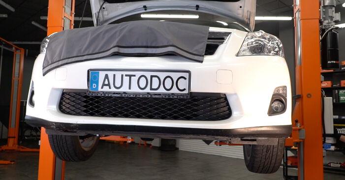 Austauschen Anleitung Ölfilter am Toyota Auris e15 2009 1.4 D-4D (NDE150_) selbst