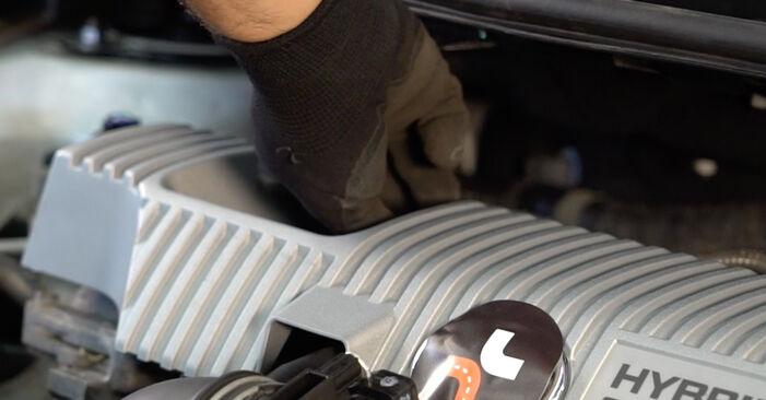 Wie Ölfilter Toyota Auris e15 1.4 D-4D (NDE150_) 2006 tauschen - Kostenlose PDF- und Videoanleitungen