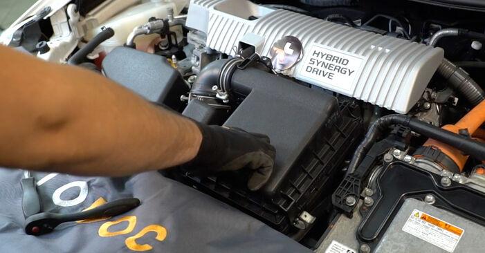 Bytte Luftfilter på Toyota Auris e15 2009 1.4 D-4D (NDE150_) alene
