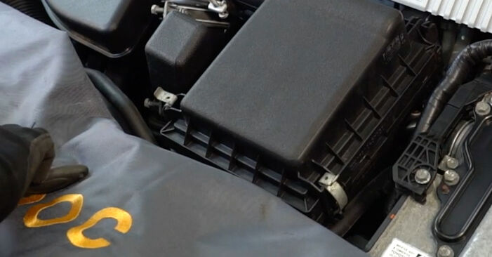 Bytte AURIS (NRE15_, ZZE15_, ADE15_, ZRE15_, NDE15_) 1.4 (ZZE150_) 2010 Luftfilter – gjør det selv med vår veiledning