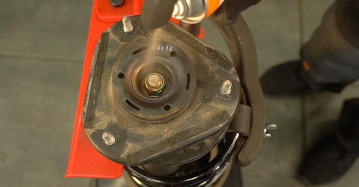 Austauschen Anleitung Stoßdämpfer am Toyota Prius 2 2006 1.5 (NHW2_) selbst