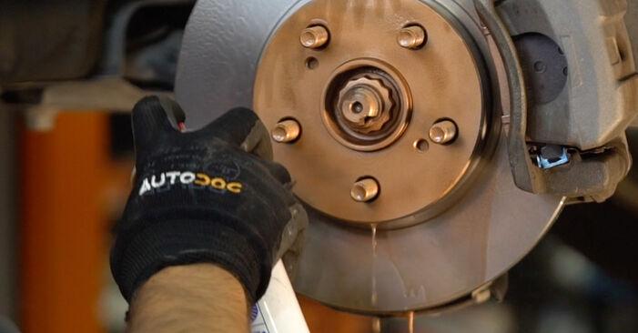 A substituição do Tirante da Barra Estabilizadora no TOYOTA PRIUS Hatchback (NHW20_) 1.5 (NHW2_) 2003 não é mais um problema com o nosso tutorial passo a passo.